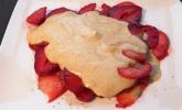 Nachspeise: Eierlikör-Parfait auf Erdbeer-Carpaccio