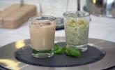 Nachspeise: Apfel-Limetten-Basilikum-Eis mit salzigen Pistazien, dazu ein vietnamesischer Martini