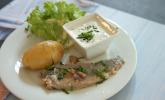 Vorspeise: Glückstädter Matjes in Zitronenbutter gebraten, mit Pellkartoffeln und Schnittlauchschmand