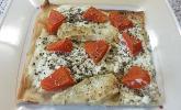 Flammkuchen mit Käse und Papaya