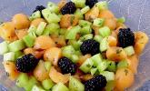 Gurken-Melonensalat mit Brombeeren