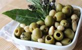 Tapas - Kräutermandeln mit Oliven