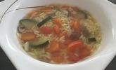 Buchstabensuppe mit frischem Gemüse