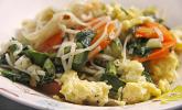 Gebratene Reis-Bandnudeln mit Mangold
