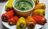 Mit Spinat gefüllte Mini-Spitzpaprika