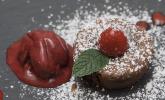 Nachspeise: Schokoladensoufflé mit Cassis-Eis