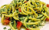 Nudeln mit Spinat, Schafskäse und Tomate