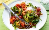 Low Carb Zucchinispaghetti mit frischer Tomatensoße