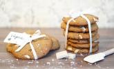 Vegane Cookies mit weißer Schokolade