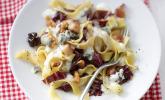 Pasta mit Gorgonzolasauce, Birnen, Radicchio und Walnüssen