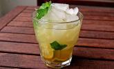 Apfel-Caipirinha mit Minze (alkoholfrei)