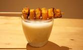 Getrüffelter Cappuccino von weißen Bohnen mit Kürbisbonbons