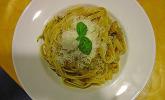 Linguine mit Zucchini-Raspeln und Tomatenpesto