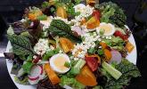 McMoes bunter mediterraner Salat mit Ei