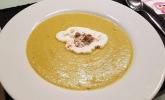 Rosenkohl-Curry-Suppe mit Zimtsahnehäubchen