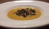 Süßkartoffel-Mango-Suppe mit Kreuzkümmel-Chili-Hack