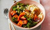 Herbst Bowl mit Kürbis, Grünkohl und karamellisierten Zwiebeln