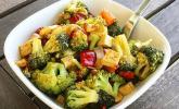 Brokkoli-Wok mit Cashews und Tofu