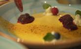 Nachspeise: Vanilleflammeri mit Rumtopf und Süßwein-Zabaglione