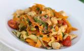 Platz 18: Zucchini-Karotten-Bandnudeln mit Hähnchen und Tomate