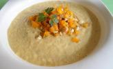 Avocado-Gemüse-Suppe mit Mandel-Paprika-Topping