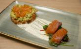Vorspeise: Zweierlei vom gebeizten Lachs, Avocado, Salat
