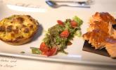Vorspeise: Barbecue-Lachs auf Zedernholz mit einer Kartoffel-Quiche