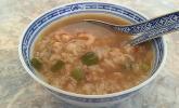 Thailändische Reissuppe mit Garnelen