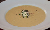 Wirsingsuppe mit Senfcremetopping