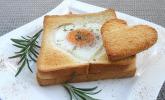 Eier im Toastbrot mit Rosmarin-Butter