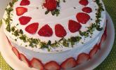 Erdbeerbiskuittorte mit Pistaziensahne