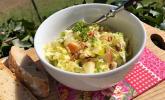 Herbstlicher Salat vom Chinakohl mit Äpfeln und Walnüssen