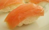 Nigiri-Sushi mit geräuchertem Lachs