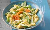 Platz 05: Pasta mit grünem Spargel und Karottenstreifen