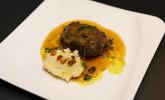 Hauptspeise: Geschmorte Kalbsbäckchen mit Selleriepüree und Gremolata