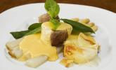 Platz 16: Spargel mit Sauce Hollandaise, gebratenem Schweinefilet und Kartoffelgratin