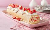 Biskuitrolle mit Erdbeerfüllung