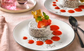Mohn-Panna-cotta mit Erdbeersauce