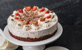 Erdbeer-Yogurette-Torte mit Nussboden