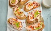 Canapés mit Lachsmousse