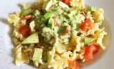 Schnelle Pasta mit Tomaten und Avocado