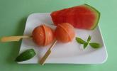 Wassermelonen-Eis am Stiel mit sanfter Limettennote und Kokoswasser
