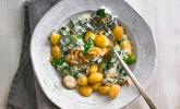 Gnocchi mit Spinat-Sahne-Soße und Pinienkernen