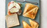Sandwich mit Mozzarella, Tomaten und Parmaschinken