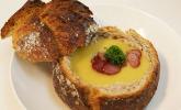 Vorspeise: Zupa ziemniaczana w chlebie - Kartoffelsuppe in Brot