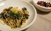 Hauptspeise: Spaghetti Vongole mit improvisiertem Salat und Almalfi Zitronen-Dressing