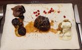 Hauptspeise: Kalbsbäckchen mit Ofengemüse, Bulgur, Minzjoghurt und Avocado-Kirsch-Kreuzkümmel-Creme