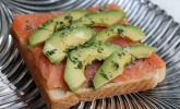 Lachs-Avocado-Toast