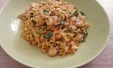 Wok-Nudeln mit Hähnchenbrust und Erdnusssauce