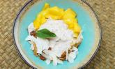 Nachspeise: Sticky Rice an Mangovariation mit Kokoschips